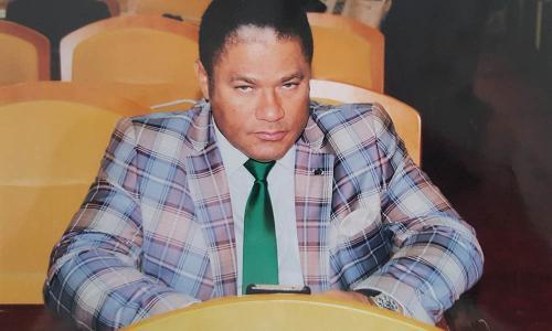 Didace Pembe siégeant à l'Assemblée Nationale