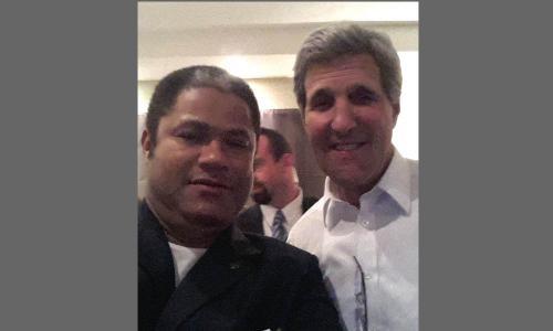 Avec l'américain John Kerry